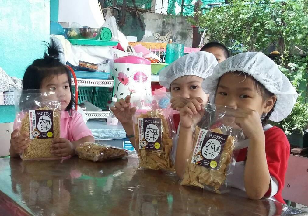 古殿町大豆ミートがタイの子供たちの元へ贈られました!